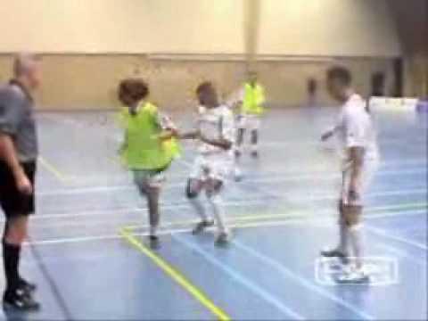 финты в мини футболе.wmv