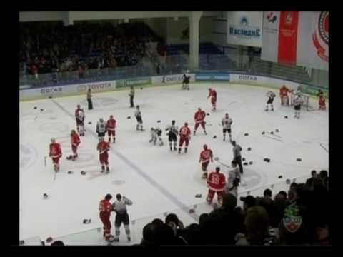 Хоккейные драки в матче Витязь-Авангард / Vityaz-Avangard fights