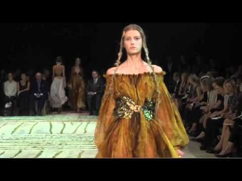 Alexander McQueen - Spring Summer 2011 Full Fashion Show (Exclusive)