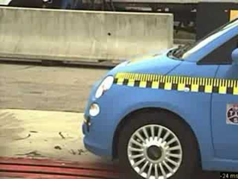Crashtest Audi Q7 vs Fiat 500
