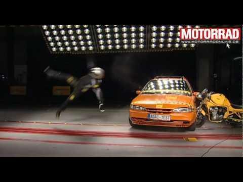 Motorrad Crash-Test beim ADAC
