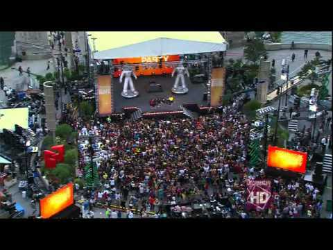 Black Eyed Peas - I got a feeling on Oprah Chicago Flashmob LIVE HD